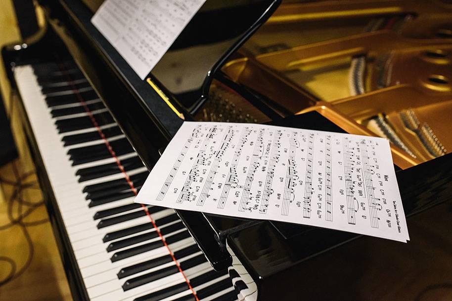 Piyano egzersizleri. Deşifre, teknik çalışma, parçalar.