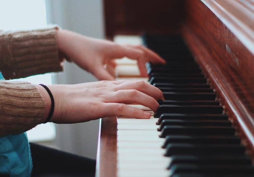 Yetişkinler için özel piyano dersleri.